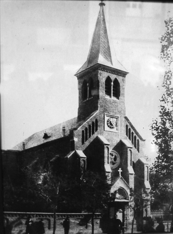 პეტრე-პავლეს ლუთერანული ეკლესია. მიხეილისა და კიროჩნაიას ქუჩების კვეთა.